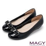 MAGY Q軟舒適優雅 蝴蝶結格紋縫線牛皮低跟鞋-黑色