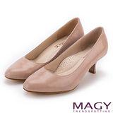 MAGY 氣質OL首選 嚴選蜥蜴壓紋牛皮素面中跟鞋-粉色