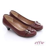 【effie】都會時尚 全真皮金屬扣環妝點低跟鞋(酒紅)