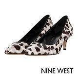 NINE WEST--經典質感真皮低跟尖頭鞋--豹紋灰