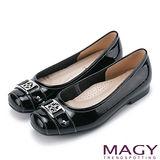 MAGY 輕甜女孩 牛皮方頭幸運草飾釦低跟鞋-黑色