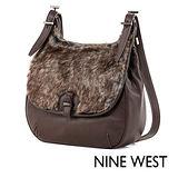 NINE WEST--暖冬哲學毛料掀蓋式側背包--溫暖咖