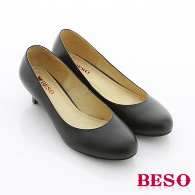 【BESO】都會職人 辦公室必備素面低跟包鞋(黑軟皮)