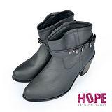 【HOPE】韓版質感真皮側扣環鉚釘素色粗跟短靴-黑【K167D2854】