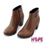【HOPE】素面皮帶釦側拉鍊中跟短靴-咖啡【K117CE9013】