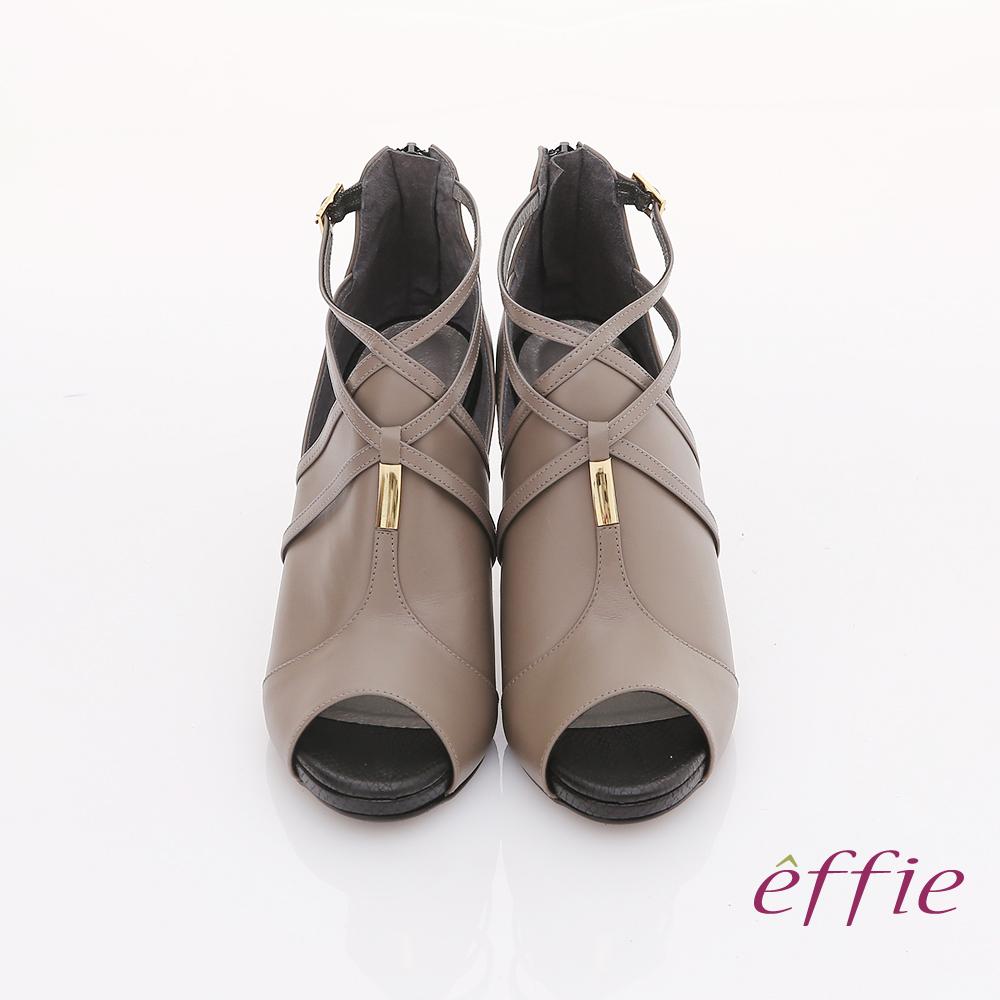 【effie】都會風情 交叉繫帶金屬綴飾魚口高跟鞋(灰)