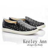Keeley Ann 率性生活~方格簡約條紋舒適軟墊休閒鞋(黑色586028110)