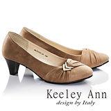 Keeley Ann高雅出眾-金屬箭頭飾扣OL全真皮中跟鞋(卡其色685118226)