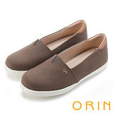 ORIN 潮流同步 個性條紋布料休閒平底鞋-可可