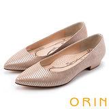 ORIN 率直簡約 條紋蜥蜴壓紋羊皮尖頭粗低跟鞋-粉膚