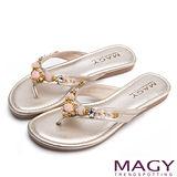 MAGY 迷人耀眼時尚風 華麗寶石水鑽夾腳拖鞋-金色