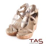 TAS層次交叉繫帶金屬水鑽質感楔型涼鞋-深卡其