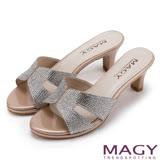 MAGY 時尚優雅名媛 氣質亮麗燙鑽中跟涼拖鞋-粉紅