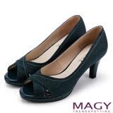 MAGY 成熟女人氣息 細緻設計線素雅露趾高跟鞋-牛仔藍