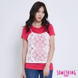SOMETHING 針織蕾絲假兩件T恤-女-桃紅色
