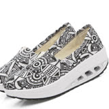 【Maya easy】增高搖擺鞋 帆布鞋 懶人套腳鞋 阿波羅紋系列-黑色